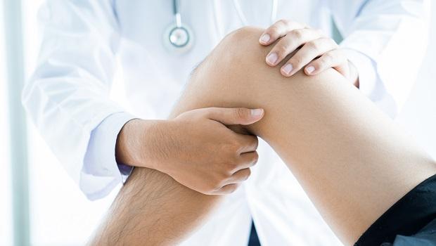 久坐膝關節更容易退化!學名醫這招,10秒幫助膝軟骨暢通