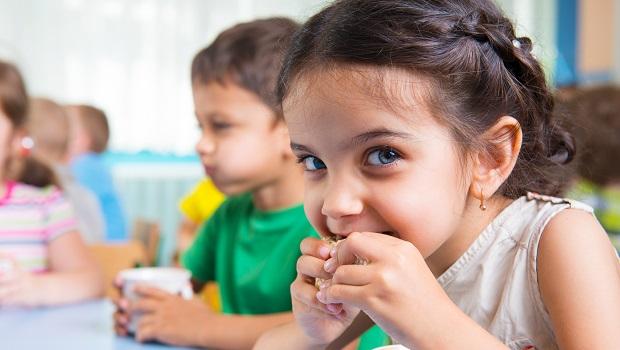 食物擺放影響孩子食慾?原來餐盤這樣擺,孩子才會乖乖吃飯!