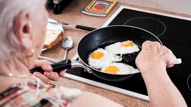 全台近半數人口有脂肪肝!沒想到中醫世家吃「這個」居然能降膽固醇…
