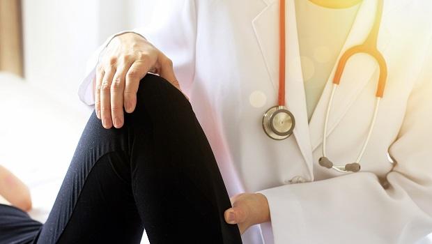 40歲後每10年肌肉量流失8%!2動作增肌、預防膝關節磨損