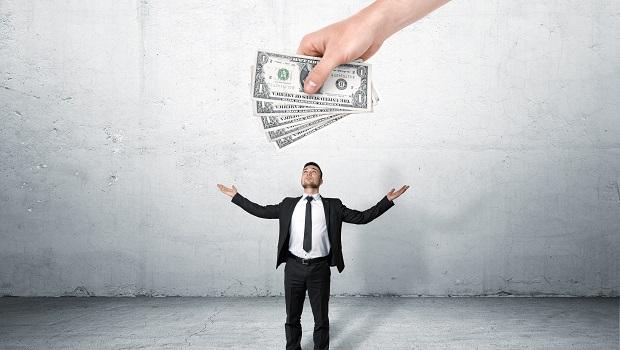 為什麼買基金常常虧錢?理財專家揭開「主動式基金」背後不可告人的祕密...