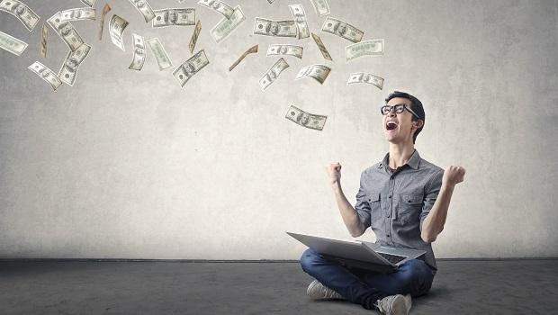 存金融股該一次重壓還是分批買進?算給你看,這3檔存10年報酬率超越100%!