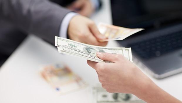 減額繳清不需要的主約保障,會影響附約嗎?注意是否有保證續保條款!