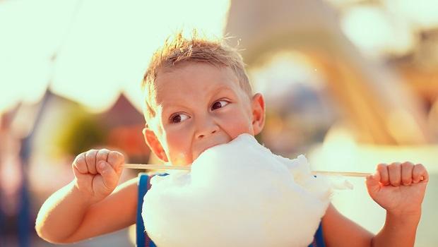 先別急著吃棉花糖》1個案例告訴你:懂得忍耐的人,未來更富有!
