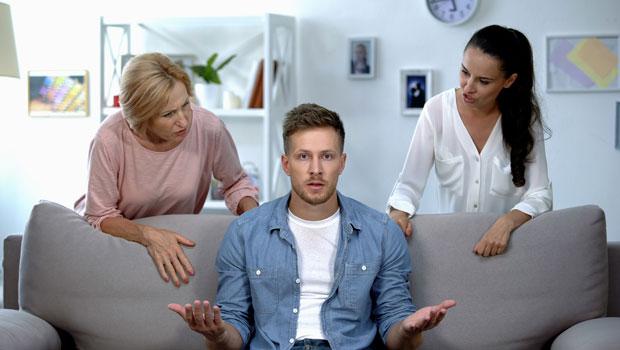 面對家人的紛爭,他選擇沉默不介入⋯設下情緒界線,別幫他人的情緒「買單」
