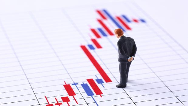 聽到財經專家報明牌,你會照單全收還是研究後再下手?投資時,請保持自己的思考力