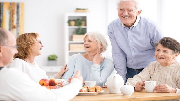 一想到必須獨自面對死亡,就開始覺得孤獨…當長壽變成趨勢,年長者可以如何互惠互助?