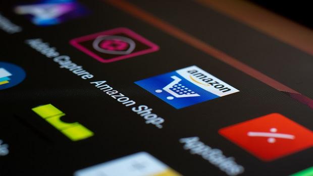 從線上書店起家的全球電商龍頭亞馬遜,現在適合買進嗎?艾蜜莉:用EPS和EPS成長率找答案