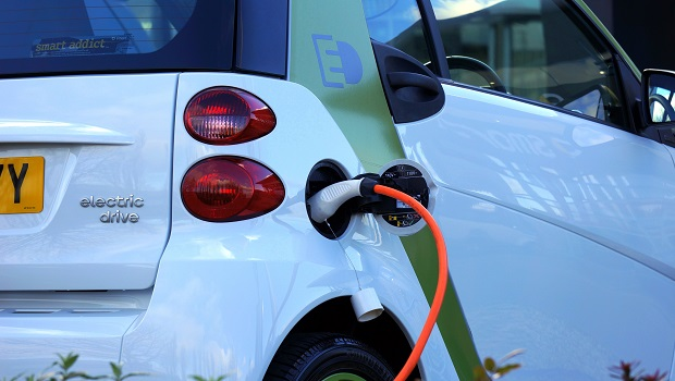 全球能源轉型勢在必行、投資電動車正夯,電池材料股康普可以買嗎?基本面表現是關鍵