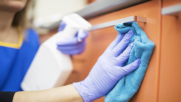 漂白水消毒全攻略》廁所、家具稀釋比例不一樣,抹布、拖把要浸泡30分鐘!