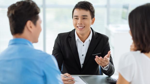 業務員沒告訴你的那些事:30歲男性定期險年繳保費1萬元,終身險居然高達12倍!