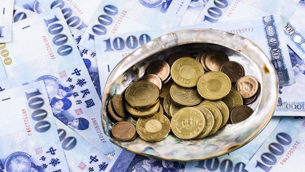 新台幣狂飆登最強亞幣!為何新台幣那麼強?央行防線又在哪?