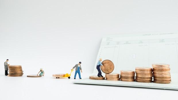 投資的第一步,該選高報酬還是先做好高儲蓄?1張表算出30年後的資產差異